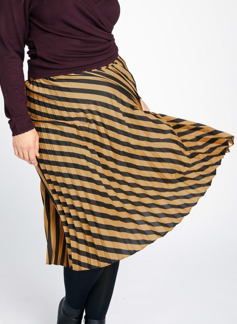 d1d4faf05b Designer Plus Size Skirts: Luxury Pencil, Pattern & Jersey Skirts